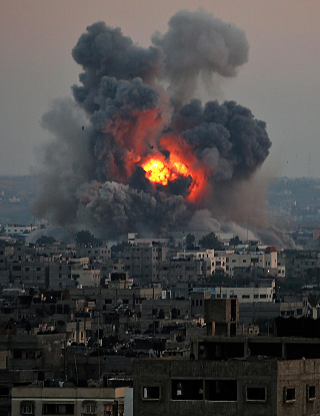 bombs gaza2.jpeg